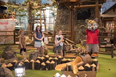 Great-Wolf-Lodge-mini-golf-family-children-vacation
