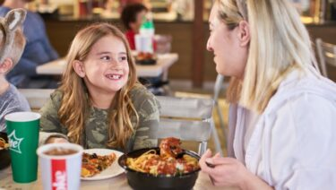 great-wolf-lodge-waterpark-dining-hungry-as-a-wolf